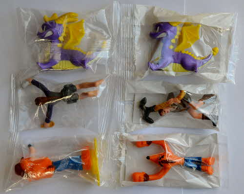 2001 Nesquik Playstation Action Hero - mint - Crash Bandicoot Lara Craft & Spyro