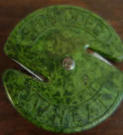 Vintage red mottled Bakelite Shredded Wheat string cutter  green
