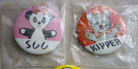 1969 Sugar Stars Sooty Badges mint