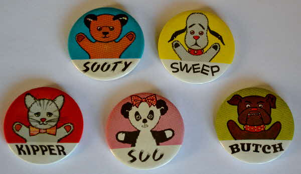 1969 Sugar Stars Sooty Badges